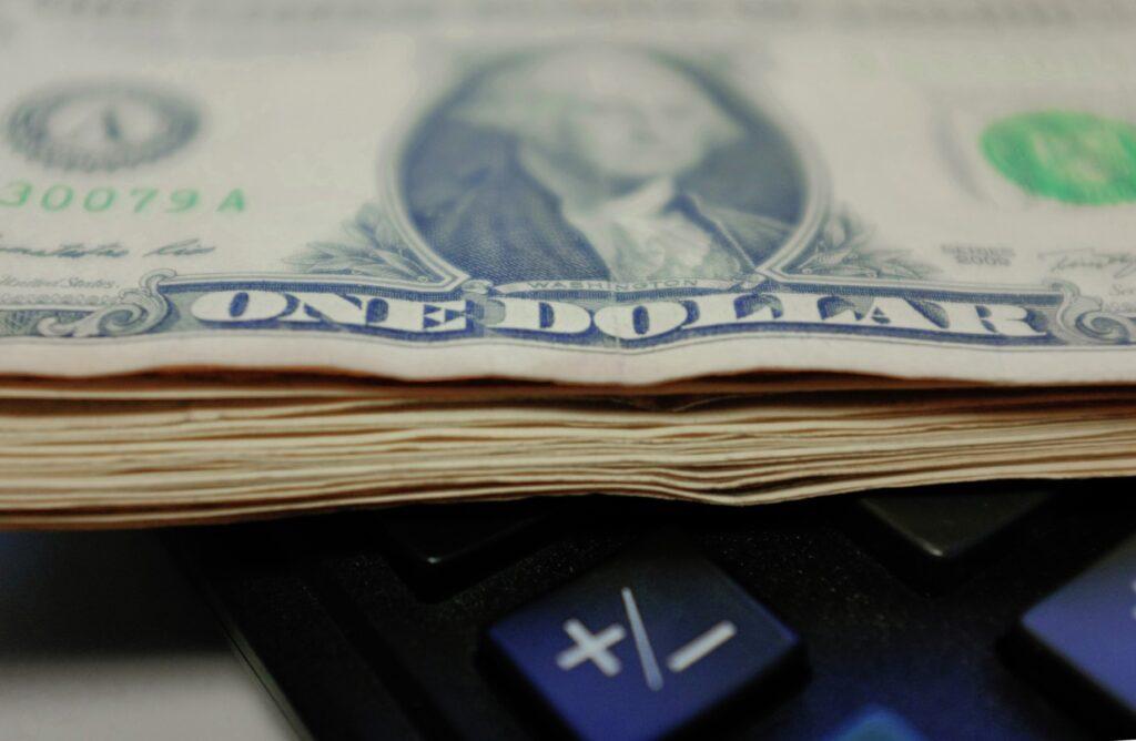процентная ставка ФРС влияние на финансовые активы